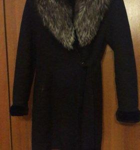 Теплое зимнее пальто с капюшоном на запах