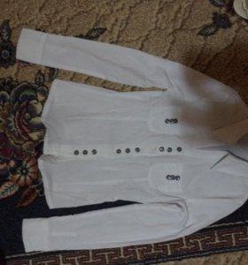 Белая новая блузка