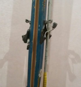 Лыжи с креплениями,палки