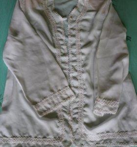 Блуза-накидка с длинным рукавом.