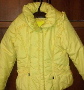 Курточка осенне-весенняя примерно от 3 до 5 лет