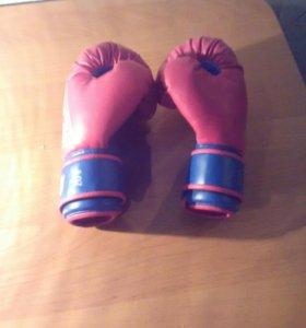 Баксерские перчатки