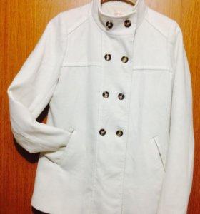 Пальто белоснежное