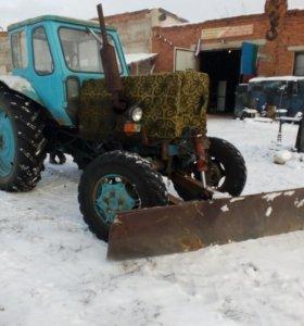 Чистка снега трактором.