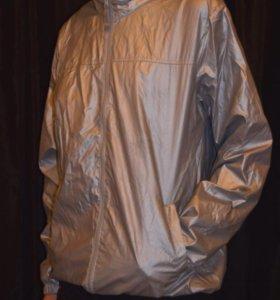 Серебристая куртка-ветровка