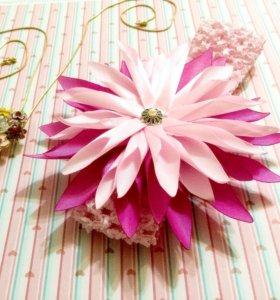Повязка на голову с необыкновенным цветком