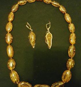 Продам комплект: сережки янтарные в золоте + бусы
