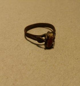 Старинное женское кольцо с камнем