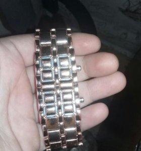 Часы (золотые) с подсветкой синей