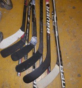 Сломаные хоккейные клюшки