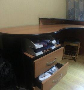 Компьютерный стол угловой и трубочка