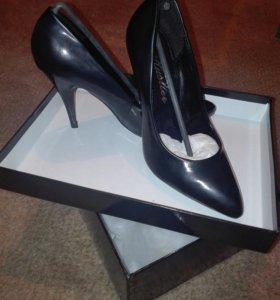 Новые женские туфли