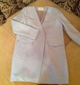 Пальто небесно-голубого цвета
