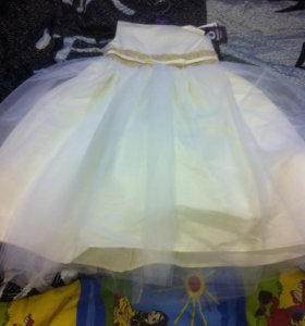 Новое праздничное платье 122р