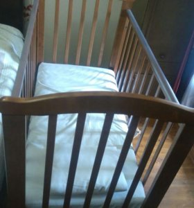 Кроватка  детская .