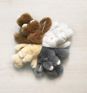 Пушистые кролики-брелки.