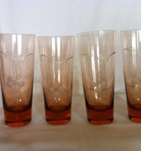 Высокие стаканы из цветного стекла. СССР
