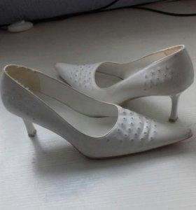 Свадебные туфли .