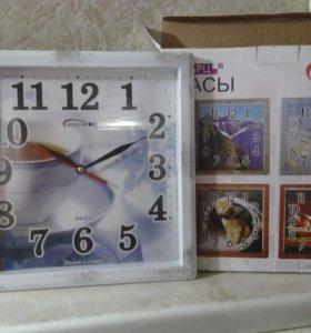 Часы новые в упаковке эл.