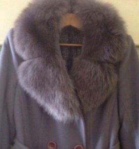 Пальто зимнее, воротник песец