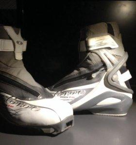 Лыжные ботинки(Salomon) 40р. Конёк