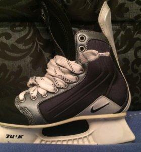 Хоккейные коньки Nike