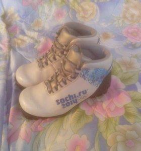 Лыжные ботинки детские 33р.
