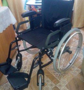 Новая кресло-коляска, в упаковке