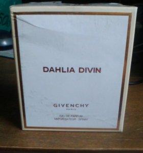 Парфюмерная вода Dahlia Divin от Givenchy