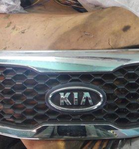 Решотка  радиатора KIA SORENTO XM 11 года новая