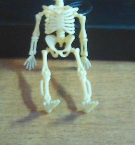Брелок-скелет.