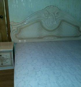 Двуспальная кровать +матрац.