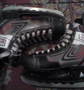 Хоккейные коньки Caprice