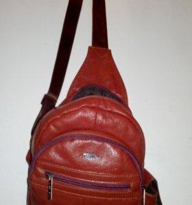 Небольшой рюкзак из натуральной кожи