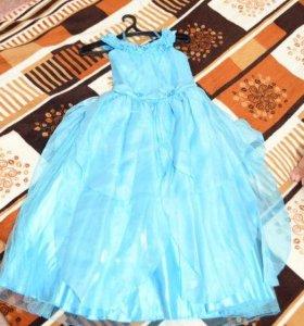 Голубое детское платье.