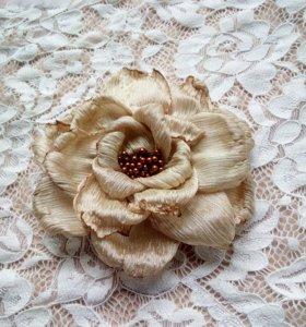 Брошь из ткани цветок
