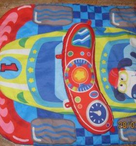 Маленький игровой коврик с подушечкой.