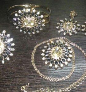 Комплект-серьги, кулон, кольцо, браслет