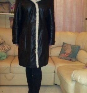 Пальто из натуральной кожи и меха.