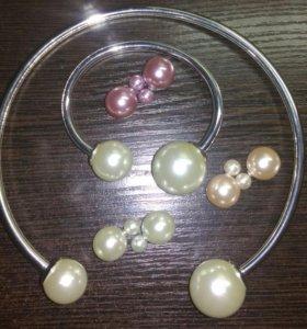 Комплект новый-серьги 3 пары, ожерелье, браслет.