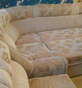 Угловая мягкая мебель.В наборе уголок и кресло.