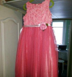 Красивейшие платье на праздник р-р 7-8