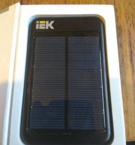 Внешний аккумулятор с солнечной подзарядкой