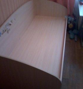 Кровать односпальная.