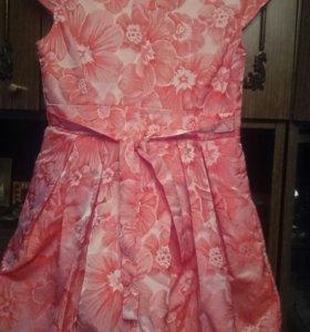Платье для девочки, новое. Размер 40.