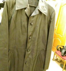 Пальто мужское из натуральной кожи.