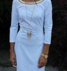 Белое платье с паетками