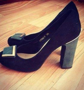 Срочно продам новые туфли