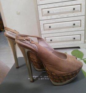 Туфли фирменные с открытым носом и пяточко натур.