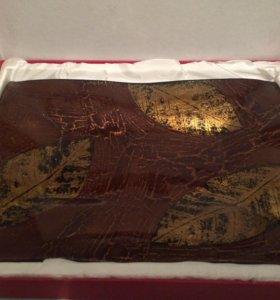 Красивая тарелка в подарочной коробке